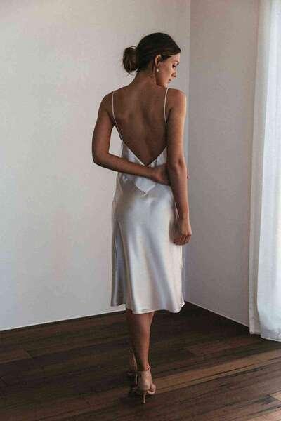 Merry See - Beyaz Sırt Dekolteli Uzun Saten Gecelik Elbise (1)